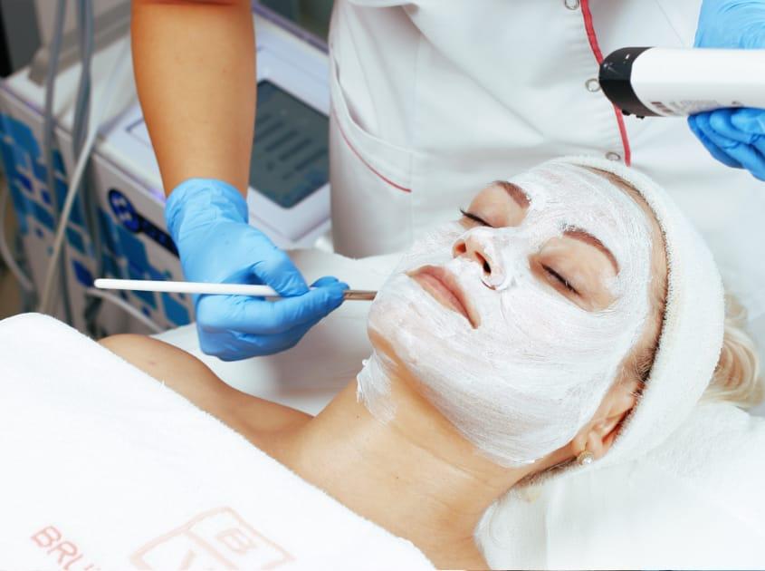 Tratamente pete hiperpigmentare, albire și luminozitate
